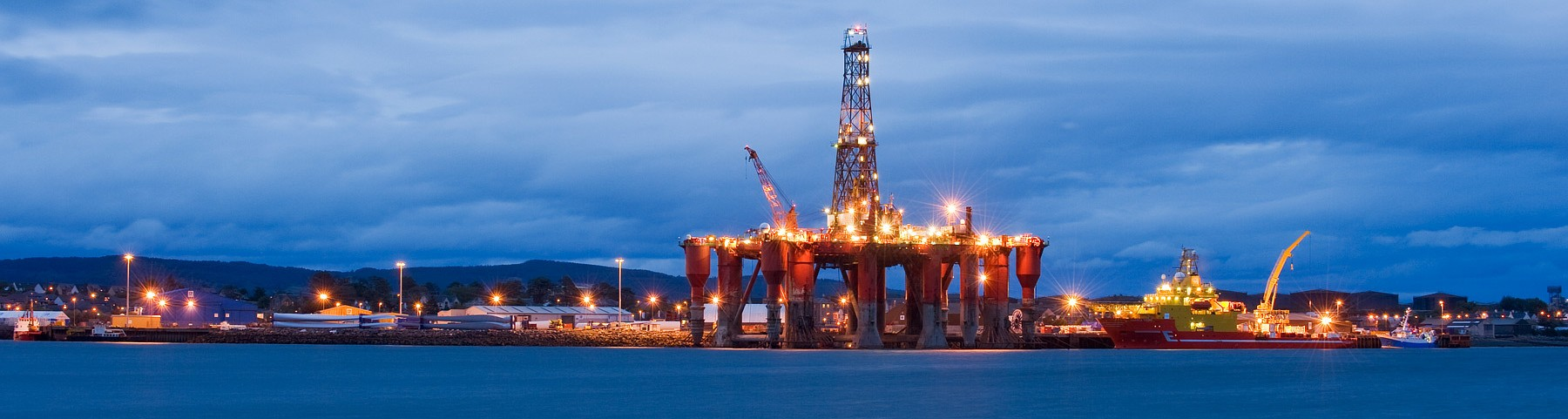 Oil_rigs_North_Sea_oil_Scotland_UK-e1404116581827